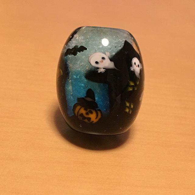 ハロウィン玉完成しました。GLASS GALLERY SUMITOさんへ納品させていただきます。#Halloween #glass #とんぼ玉- from Instagram