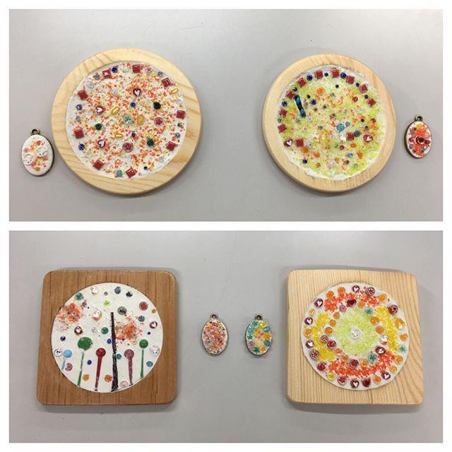 過去に作ったミルフィオリを使って小学生対象のモザイク教室をしてきました。自分のパーツがこんな作品になるんだと感動です。#ガラス #モザイク- from Instagram