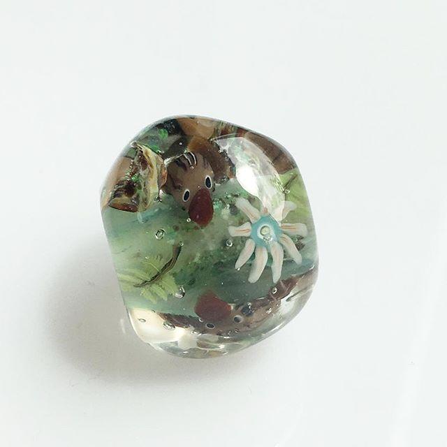 カモノハシを立体で入れてみました。ちょっとひょうきんな顔です♪#とんぼ玉 #ガラス #glass beads #カモノハシ- from Instagram