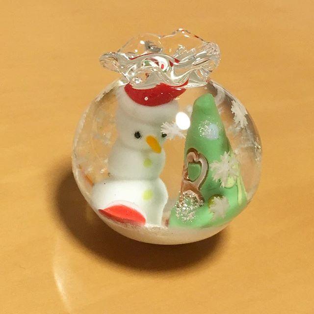 ArtGallery山手さんにて本日よりクリスマス展が始まりました♪作品は袋詰の雪だるまとツリーのオブジェです。4cm程度。#ArtGallery山手 #クリスマス展 #ガラス #オブジェ- from Instagram